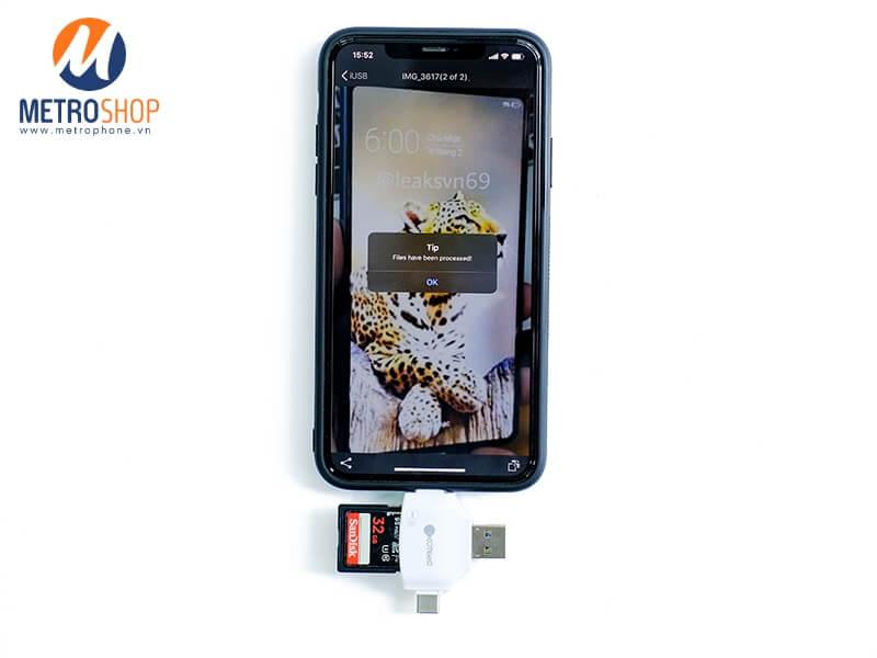 Hướng dẫn sử dụng Đầu đọc thẻ đa năng tất cả trong một Coteetci - Chép 1 hình từ thẻ nhớ sang iPhone